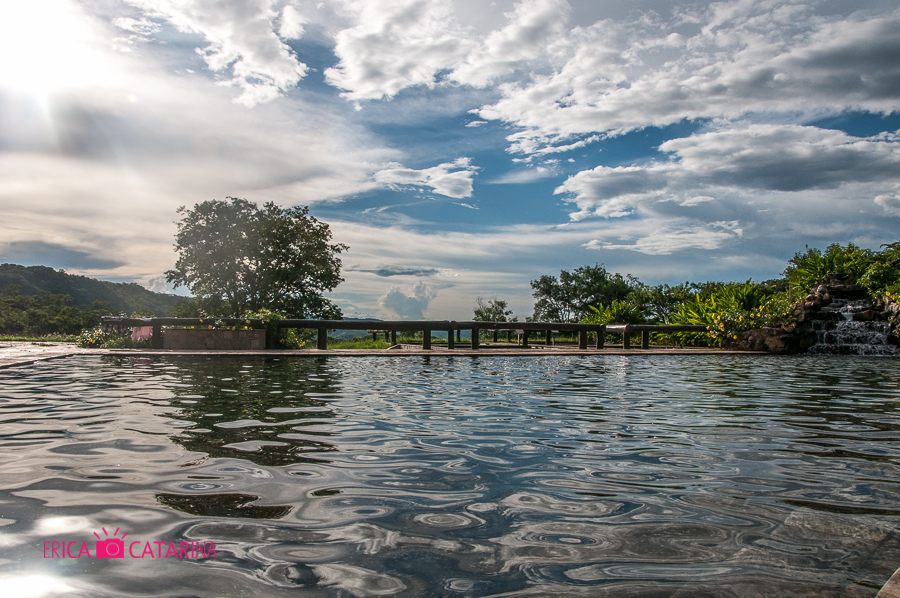 Vista da sede da fazenda, piscina de água corrente Fotografia: Érica Catarina Pontes - Março/2014