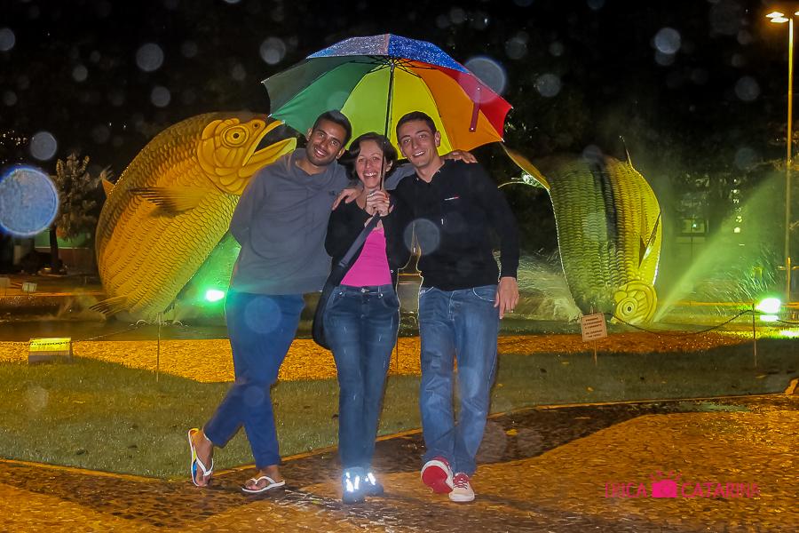 Praça no Centro próximo ao Restaurante Casa do João... Primeira noite em Bonito foi de chuva...