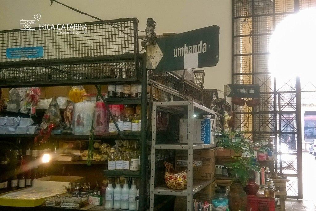"""Todos os mercados em Belém tem o """"setor"""" das Umbanda e Candomblé."""